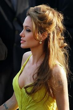 Angelina Jolie's Best Looks From Cannes – Fashion Style Magazine – Page 6 Hair magazine – Hair Models-Hair Styles Angelina Jolie Peinados, Angelina Jolie Hair, Angelina Jolie Pictures, Angelina Jolie Photoshoot, 50 Hair, Beautiful Celebrities, Hollywood Actresses, Ideias Fashion, Victoria Beckham