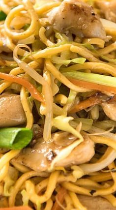 Proper Chicken Chow Mein-sauce makes this dish. The sauce would be great over noodles alone. Next time I want to try this over rice. Asian Recipes, Healthy Recipes, Ethnic Recipes, Asian Foods, Chinese Recipes, Chicken Chow Mein, Recipetin Eats, Asian Cooking, Mets