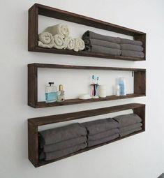 Home & Hearth regal selber bauen dunkelbraune wandregale aus holz graue und weiße tücher parfume badezimmer