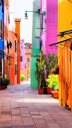 Rincones de #Burano http://www.venecia.travel/ciudades-para-visitar/burano… Más