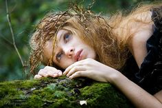a forest nymph Foto Fantasy, Fantasy Art, Deep Books, Wood Nymphs, Elfa, Fantasy Photography, Shooting Photo, Pre Raphaelite, Forest Fairy