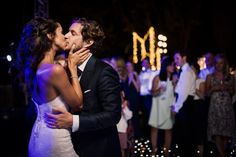 A kiss for Emily and Arie, http://www.styleandthebride.co.uk/beautifully-modern-romantic-wedding-spain/
