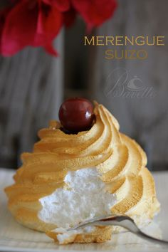 Merengue italiano Mexican Food Recipes, Sweet Recipes, Dessert Recipes, Pavlova, Delicious Desserts, Yummy Food, Snacks Für Party, Pastry Cake, Mini Cakes