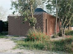 Attila is an oval-shaped cottage drawn inspiration from the traditional yurts of Central Asia. Located in Vojka nad Dunajom, Attila is designed by JRKVC. Wooden Hut, Wooden Cabins, Cabin Design, Small House Design, Yurt Home, Journal Du Design, Lake Cabins, Wood Siding, Round House