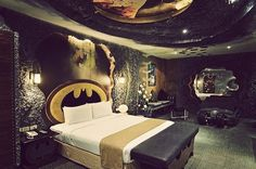 Batman Bedroom! Ehrmehgersh!! You guise!!! @Amanda L. It's yours and chad's dream bedroom! lol