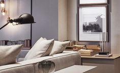 Com 59m², esta área social de estilo contemporâneo e atemporal foi projetada pela arquiteta Jacira Pinheiro para um jovem casal. No projeto, que integra um ambiente de estar com TV e uma sala de jantar, predominam tons suaves de cinza com toques de rosa quartzo e berinjela. No mobiliário destacam-se as cadeiras Aurora, a mesa de jantar Vetta, o sofá Decô, a mesa de centro Áurea e a poltrona 044.