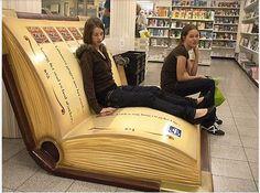 Sillones cómodos que se encuentran en #librerías de la Haya (Países Bajos). (Librería De Slegte bookstore).
