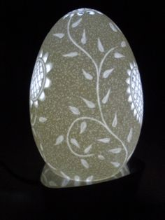 Eggshell Carving Art   ... Ovos - Escultura em casca ovo - Egg Carving: Gansa - Bordado de Viana