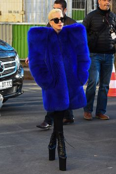 EVGENIA GL LADY GAGA Stopping traffic: While she was simply heading to rehearsals on Tuesday, the always-overdressed Lady Gaga chose a head-turning look Lady Gaga Outfits, Lady Gaga Fashion, Look Fashion, Fashion Photo, Womens Fashion, Fashion Trends, Ladies Fashion, Fashion Inspiration, Lady Gaga Clothes