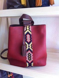 Tote Handbags, Leather Handbags, Leather Bag, Diy Throw Pillows, Felt Pouch, Canti, Diy Bags Purses, Mode Style, Beautiful Bags