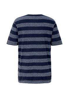 T-Shirt Mit breiten Blockstreifen. Lagenlook durch Kontrast-Beleg am Ausschnitt. Deko-Knöpfe am Ausschnitt. Bequeme Passform; Rückenlänge bei Größe M ca. 61 cm. Weiche Jersey-Qualität aus Baumwollmix.  Materialzusammensetzung:Obermaterial: 75% Baumwolle, 25% Polyester,  ...