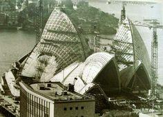 Sydney Opera under construction Organic Architecture, School Architecture, Frank Lloyd Wright, Gaudi, Architecture Organique, Jorn Utzon, Space Frame, Alvar Aalto, Famous Landmarks