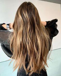"""𝒞𝒶𝓂𝑒𝓁𝒾𝒶 𝒯𝓊𝑔𝑒𝒶𝓇𝓊 on Instagram: """"Cel mai mult îmi place sã realizez tehnica de #balayage clasicã, sã aduc un plus de luminã soft, cu care sã dau strãlucire pãrului pe care…"""" Long Hair Styles, Beauty, Instagram, Long Hairstyle, Long Haircuts, Long Hair Cuts, Beauty Illustration, Long Hairstyles, Long Hair Dos"""