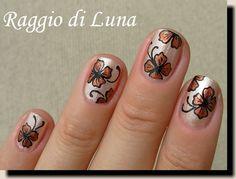 Copper flowers on satin beige - nail art