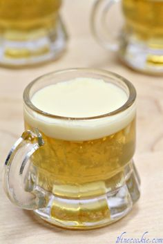Delicious beer jello shots recipe for saint patrick's day, or just regular beer whenever. Made with Guinness and a Bailey's foam head top, or your choice of any beer. Mixed Drinks, Fun Drinks, Yummy Drinks, Alcoholic Beverages, Halloween Jello Shots, Jello Pudding Shots, Jello Shot Recipes, Drink Recipes, Smoothie Recipes