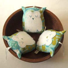 Handmade vintage fabric owl lavender sachet decoration handmade in pure white and blue door pouch op Etsy https://www.etsy.com/nl/listing/61888306/handmade-vintage-fabric-owl-lavender