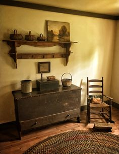 Tidy searched americana country home decor Research Country Kitchen Flooring, Country Dining Rooms, Country Furniture, Shabby Chic Furniture, Antique Furniture, Bedroom Country, Furniture Ideas, Kitchen Decor, Primitive Living Room
