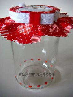 vidro reciclado com tampa trabalhada em patchwork embutido mais apliques, feito por Eliane Barros.