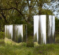 tokujin yoshioka's design plays upon more than just the objects reflective properties but the individuals conscious perception of space.