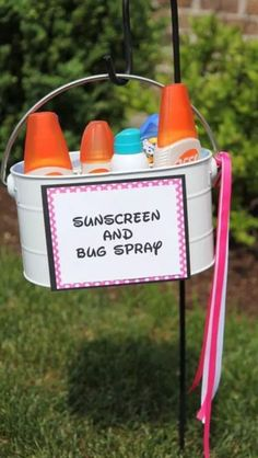 15 Outdoor Graduation Party Ideas Every Grad Needs To Know Best outdoor graduation party secrets. Here's how to throw the best high school graduation party! I'm totally using these ideas for my grad party! Outdoor Graduation Parties, Graduation Party Planning, Graduation Party Decor, Outdoor Parties, Grad Parties, Summer Parties, Outdoor Weddings, Outdoor Party Decor, Graduation Ideas