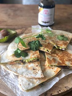 Quesadilla with avocado smoked salmon and red onion Francesca Cooks aufstrich dessert pflanzen recipes rezept salad salat toast Food Out, Love Food, Healthy Diet Recipes, Mexican Food Recipes, Great Appetizers, Wrap Recipes, Avocado Recipes, Wraps, Tasty Dishes