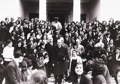 Mustafa Kemal Atatürk visiting Istanbul University after his reforms made it co-educational, 1933 Empire Ottoman, Visit Istanbul, Sun Tzu, Insta Icon, Ulsan, Great Leaders, Historical Pictures, Black And White, History