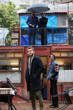 City Iphone Wallpaper, Phone Wallpaper Images, Graffiti Wallpaper, Cute Wallpaper Backgrounds, Love Quotes Wallpaper, Cute Wallpapers, Turkish Beauty, Turkish Men, Turkish Actors