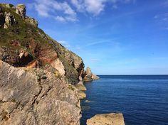 Back at the #coast enjoying the weather. #vanlife #devon #torquay #climbing #bouldering #sea #cliffs #sun #bluesky