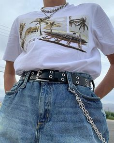 I really like the necklaces and pants chain Grunge Outfits, Punk Outfits, Retro Outfits, Vintage Outfits, Aesthetic Fashion, Look Fashion, 90s Fashion, Aesthetic Clothes, Fashion Outfits