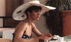 Le chapeau porté par Anne Parillaud dans Nikita, film de Luc Besson, sorti en 1990.