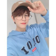 SKZ (Stray Kids) is your source for all things about JYP's monster rookies boy group, Stray. Stray Kids Seungmin, Felix Stray Kids, Kids Icon, Kids Wallpaper, Extended Play, Lee Know, Lee Min Ho, Minho, Boyfriend Material