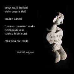 Kuvassa myös minun yksi savityöni, joka on tehty rakusavesta. Ceramic, raku, poem.