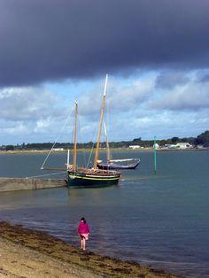 """Jetée du port de Pénerf ou est amarrée la """"Belle de Vilaine"""" Station Balnéaire, Brittany, Sailing Ships, Boat, Dolphins, Beaches, Veil, Projects, Dinghy"""