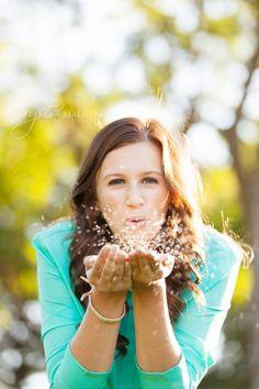unique Senior Pictures Ideas For Girls | Beautiful Spokane Outdoor Senior Photos - Crystal Madsen Photography