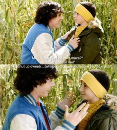 """Mike: """"How was the corn maze"""" Brick: """"Axl hugged me."""" Axl: """"No. Shut up dweeb."""" The Middle (love this show so much) The Middle Tv Show, Stuck In The Middle, Tv Quotes, Movie Quotes, Play Quotes, Go To Movies, Movies And Tv Shows, Charlie Mcdermott, Hilarious"""