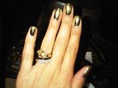 gold nailpolish