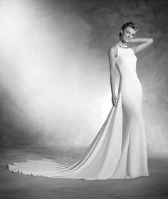 Natalia - Mermaid wedding dress with round neckline in crepe