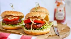 Barbecue recepten   Vlees, vis en vega - Lekker en Simpel Barbecue, Salmon Burgers, Cheddar, Foodies, Chicken, Ethnic Recipes, Salad, Barrel Smoker, Cheddar Cheese