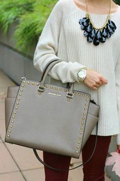 Fashion Outlet!Love the Michael Kors Bag!