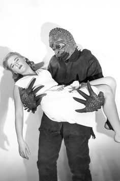 The Mole People Publicity photo of a mole man and actress Cynthia Patrick (Adad). Classic Sci Fi, Classic Horror Movies, Horror Films, Horror Art, Mole Man, The Mole, Fiction Movies, Science Fiction, Kitsch