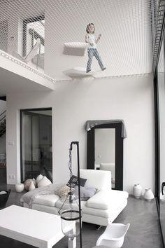 Hamac géant dans la maison ( PYZ architecture)