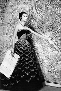 Mary Jane Russell wearing a Christian Dior gown with a big map of Paris photographed by Louise Dahl-Wolfe, 1951 Harpers Bazaar. Vintage Glamour, Vintage Dior, Moda Vintage, Vintage Gowns, Vintage Mode, Vintage Couture, Vintage Hats, Christian Dior Vintage, Vintage Clothing
