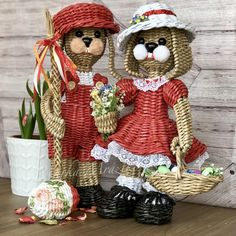 Newspaper Paper, Newspaper Crafts, Willow Weaving, Basket Weaving, Basket Crafts, Paper Basket, Wicker Baskets, Diy And Crafts, Recycling