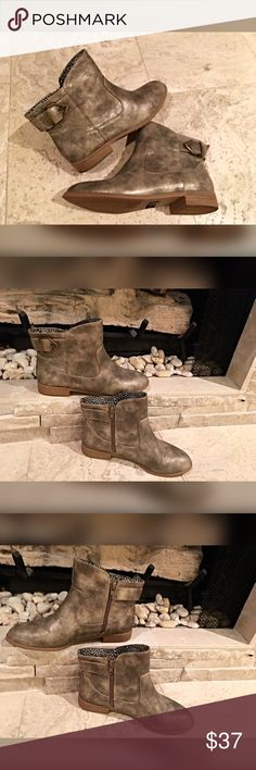 Gold tone antiqued booties! Adorable💋 Inside zip and back side buckle in a distressed antiqued gold tone - love! Shoes Ankle Boots & Booties