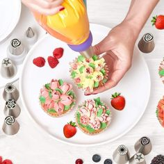 Dekoratives Edelstahl-Spritztüllen-Set + Anleitung – Trend Lupe Cupcake Toppings, Dory, Lupe, Fondant, Panna Cotta, Ethnic Recipes, Sweet Dreams, Sally, Gadget