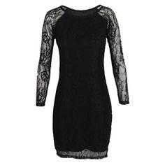 Este es un vestido de encaje y lo pones en tu cuerpo. Es todo negro. La marca es Sybilla.