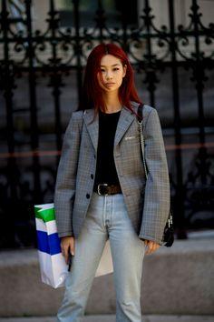 Street Style Looks Street Style, Model Street Style, Red Hair Inspo, Hair Color Blue, Dye My Hair, Grunge Hair, Girl Crushes, Distressed Denim, Hair Inspiration