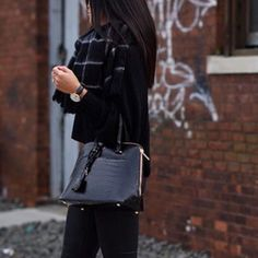 Zara women purse tote black Gently worn Zara women purse tote black ❌ sorry no trades - price is firm even if bundled ❌ Zara Bags