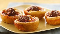 Marmalade-Glazed Asian Meatball Cups Meet a saucy new meatball that's baked on top of flaky crescent dough. With just 6 ingredients, they're super easy! Best Party Appetizers, Yummy Appetizers, Appetizer Recipes, Fun Recipes, Party Recipes, Beef Recipes, Mid Dress, Asian Meatballs, Filipino Recipes