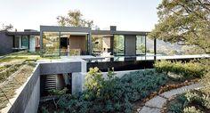 Un vistazo a Oak Pass House bastará para darte cuenta que es la casa que siempre soñaste.